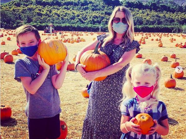 Allison Munn with her kids